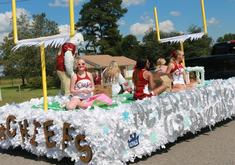 2019 Seniors Come in 2nd for Float Competition with Winter Theme!